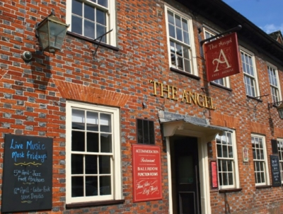 Pubs in Cricklade and Bassett chosen for AA restaurant guide